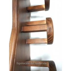 Percha para 3 cabezadas en madera.